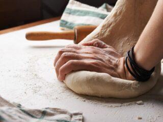 Et bagestål sikrer dig luftige pizzer og bagværk med sprød kant. Se her, hvilke bagestål der har klaret sig bedst i test.