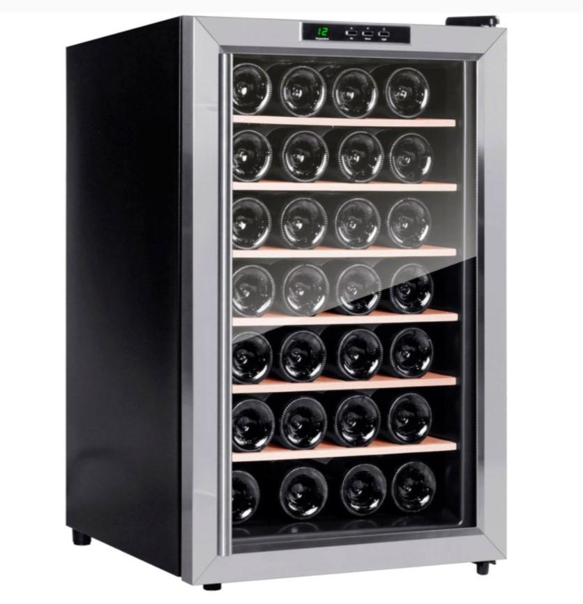 Et praktisk og lille vinkøleskab med plads til 28 flasker vin. Egner sig perfekt til dig, der leder efter et billigt, men fornuftigt vinkøleskab, hvor æstetikken ikke er det afgørende.