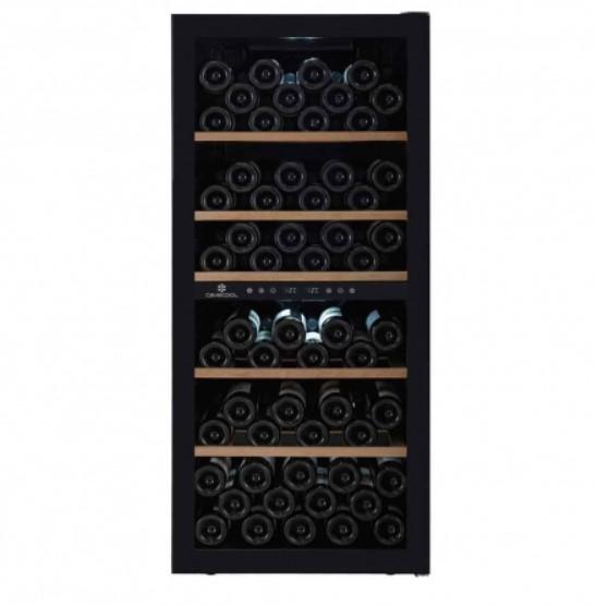 Cavecool Chill Sapphire har plads til 102 flasker vin og passer perfekt ind i det skandinaviske hjem med sit minimalistiske design.