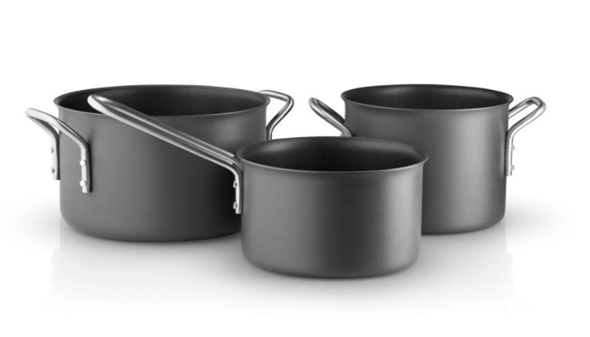 Eva Trio Dura Line er et sort grydesæt med 3 dele. Du får høj kvalitet, når du vælger dette sorte grydesæt.