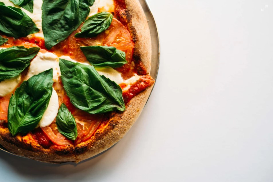 Følg nedenstående opskrift på pizza til grill for sprøde, tynde og autentiske pizzaer, der smager som på et italiensk pizzeria.
