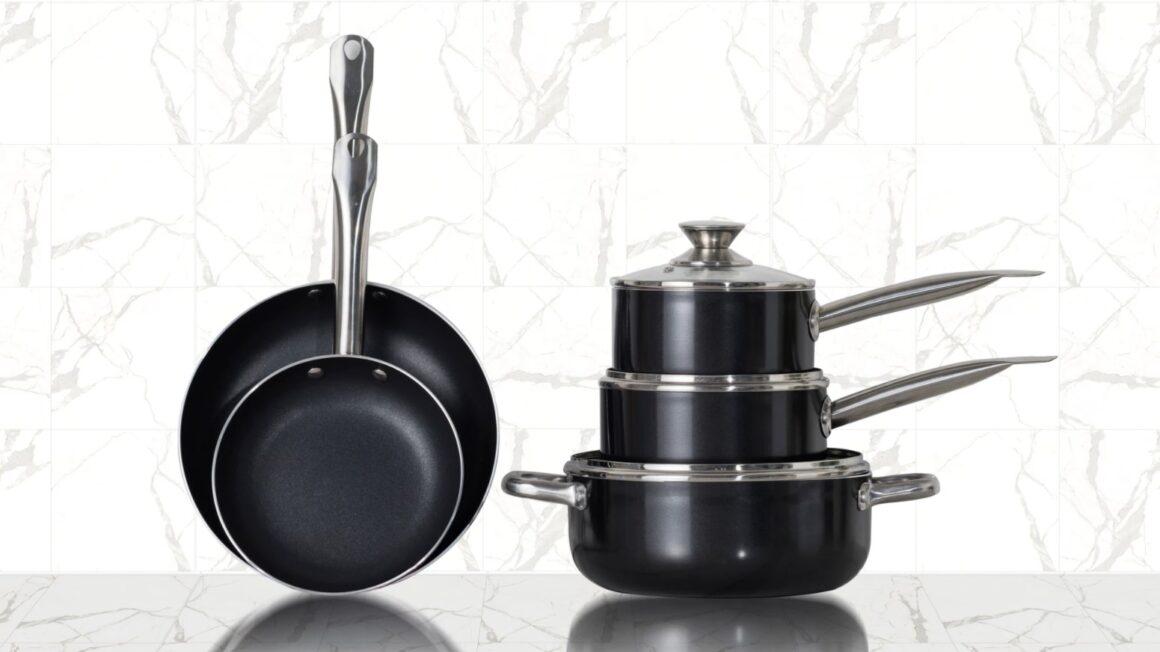 Et sort grydesæt er elegant og passer ind i ethvert køkken. I denne artikel har vi samlet 5 populære sorte grydesæt.